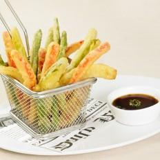 Vegetable sticks in tempura