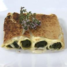 Canelones de espinacas con piñones y pasas gratinados en bechamel de tomillo y queso vegano